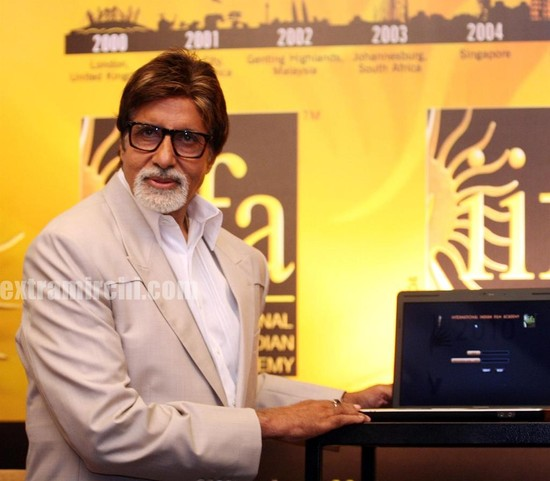 Amitabh-Bachchan-inaugurates-the-IIFA-Voting-weekend-2010-1.jpg