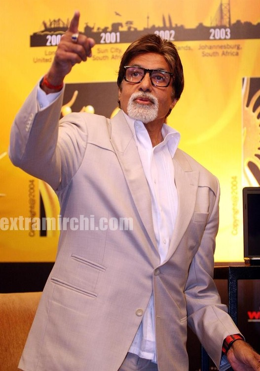 Amitabh Bachchan inaugurates the IIFA Voting weekend 2010 2 jpg