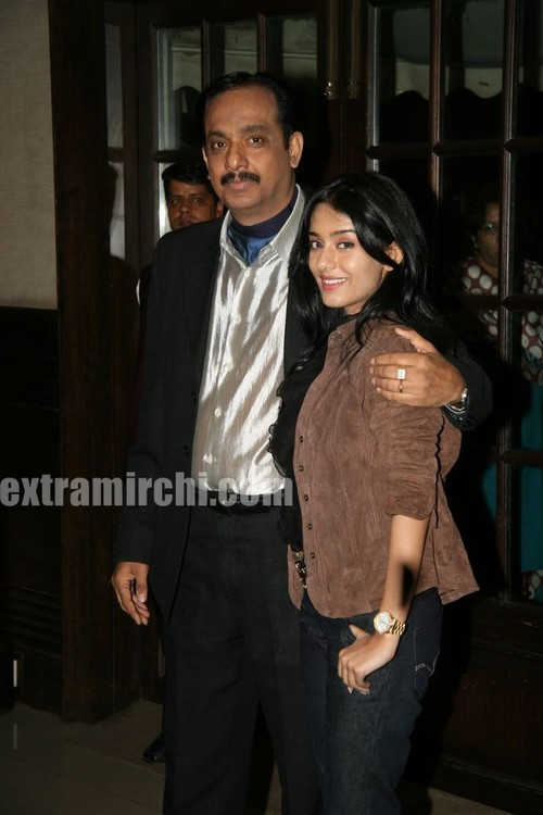Amrita-Rao-with-her-father.jpg