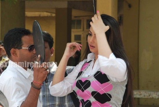 Ayesha-Takia-on-location-4.jpg