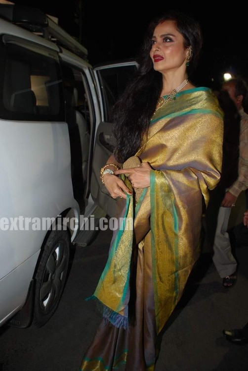 Bollywood-actress-Rekha-in-silk-saree-1.jpg