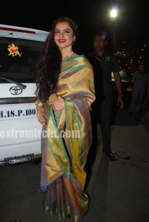 Bollywood-actress-Rekha-in-silk-saree-2.jpg