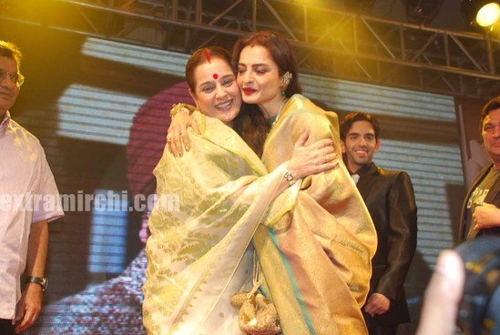 Bollywood-actress-Rekha-in-silk-saree-5.jpg