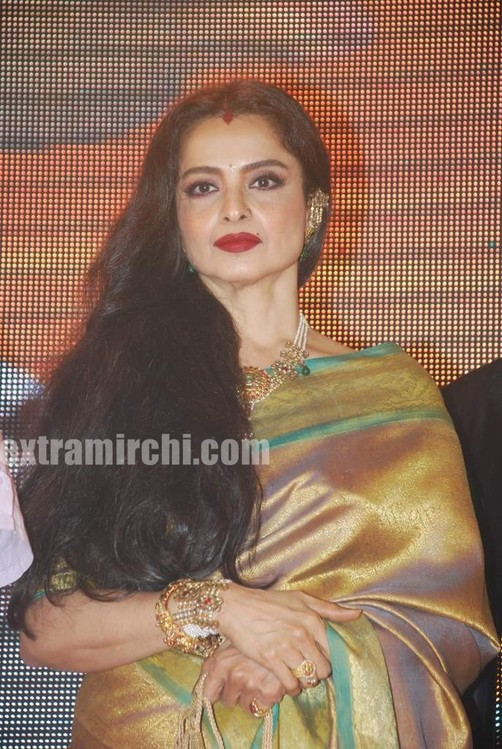 Bollywood-actress-Rekha-in-silk-saree-6.jpg