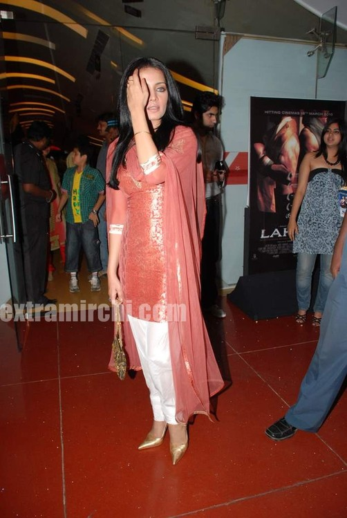 Celina-Jaitley-at-the-premiere-of-film-Lahore-2.jpg
