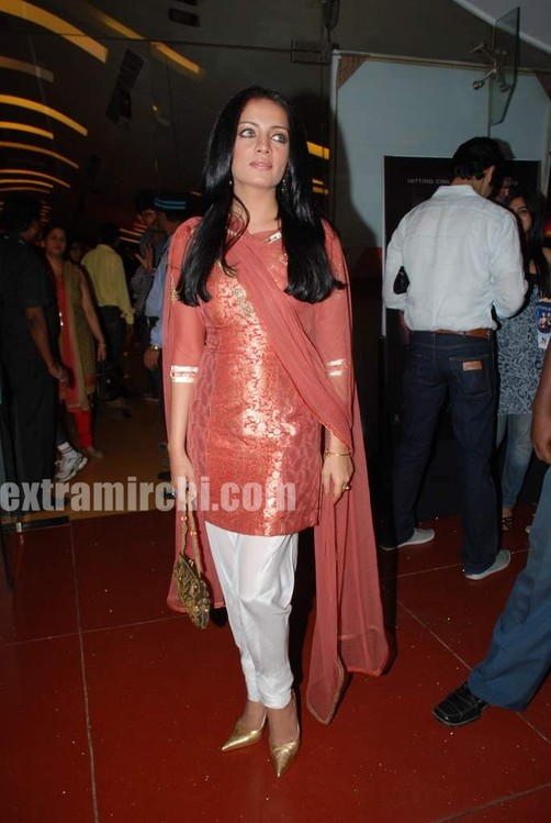 Celina-Jaitley-at-the-premiere-of-film-Lahore-3.jpg