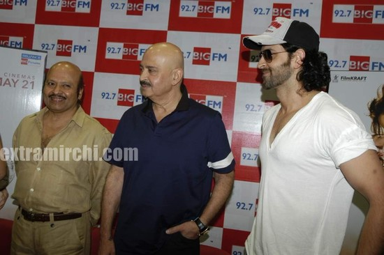Hrithik-Roshan-and-Rakesh-Roshan-at-Big-FM-studios-2.jpg