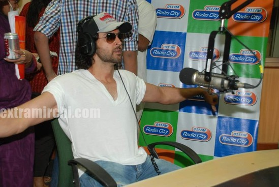 Hrithik-at-Radio-City-1.jpg