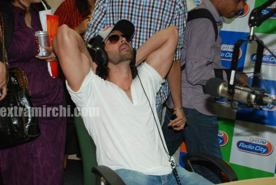 Hrithik-at-Radio-City-2.jpg