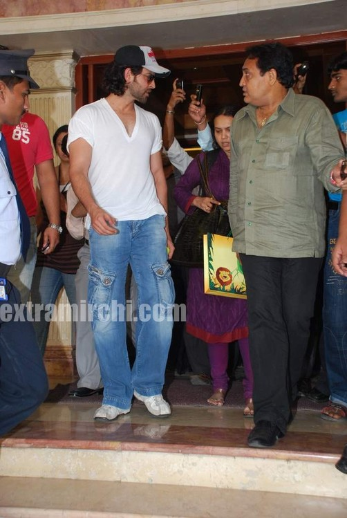 Hrithik-at-Radio-City.jpg