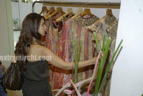 Kim-Sharma-at-Launch-of-Surily-Goels-IPL-collection-4.jpg