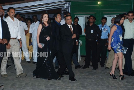 Mukesh-Ambani-with-his-wife-Nita-Ambani-and-children-Isha-Ambani-and-Anant-Ambani.jpg