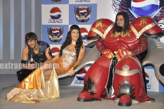 Ranbir-Kapoor-Sanjay-Dutt-and-Jacqeline-unveil-Pepsi-Game.jpg