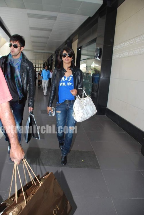 Ranbir-Kapoor-and-Priyanka-Chopra-spotted-at-Mumbai-airport-1.jpg
