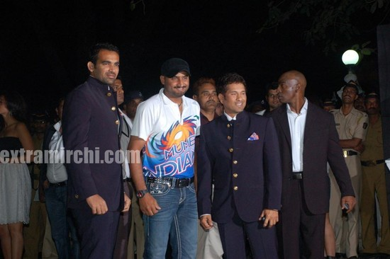 Sachin-Ramesh-Tendulkar-Indian-premier-league-red-carpet.jpg