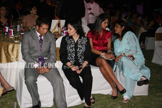 Sachin-Tendulkar-with-wife-Anjali-Tendulkar-at-Sports-Illustrated-Awards-5.jpg