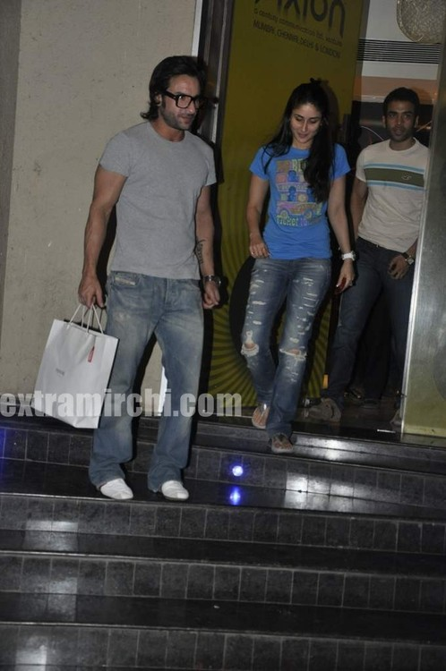 Saif-Ali-Khan-and-Kareena-Kapoor-pics-main.jpg