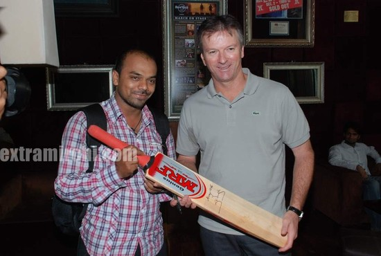 Steve-Waugh-launches-6up-mobile-game-3.jpg