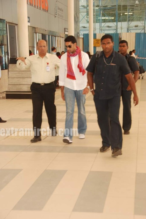 Abhishek-captured-at-Mumbai-airport-1.jpg