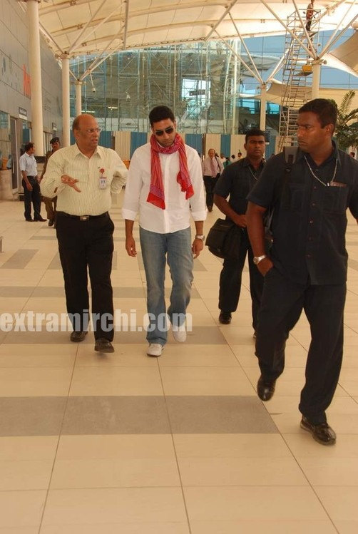 Abhishek-captured-at-Mumbai-airport-2.jpg