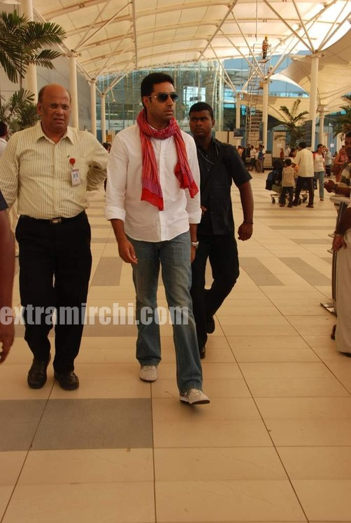 Abhishek-captured-at-Mumbai-airport-3.jpg