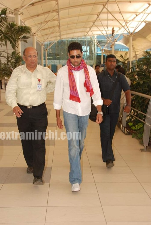 Abhishek-captured-at-Mumbai-airport-4.jpg