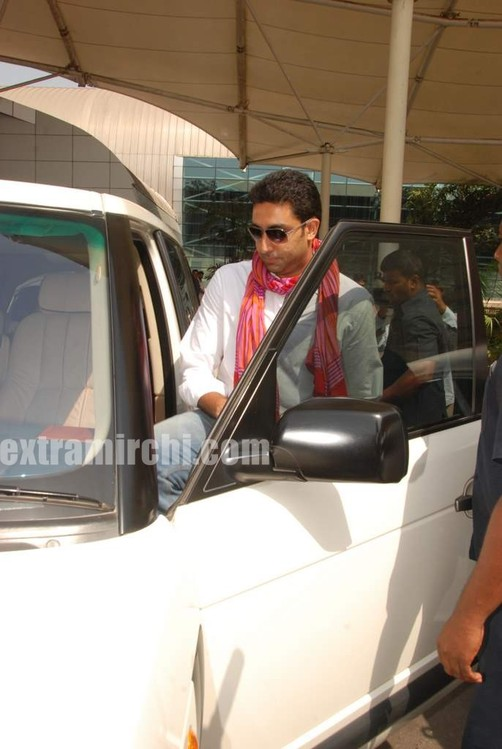 Abhishek-captured-at-Mumbai-airport-6.jpg