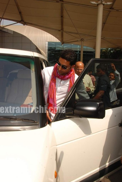 Abhishek-captured-at-Mumbai-airport.jpg