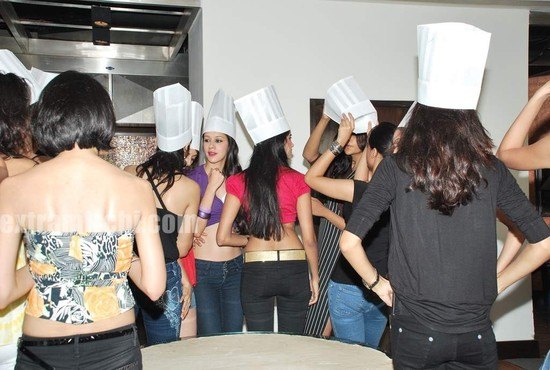 Miss-India-finalists-make-giant-pizza-4.jpg