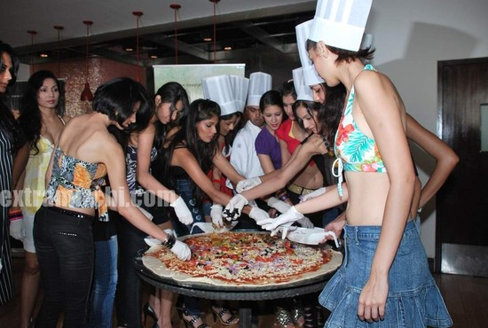 Miss-India-finalists-make-giant-pizza-6.jpg
