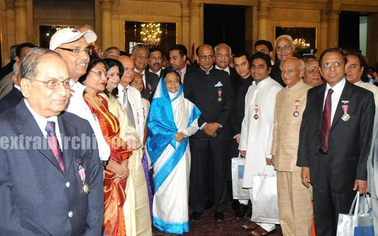 President-Pratibha-Patil-with-award-winners.jpg