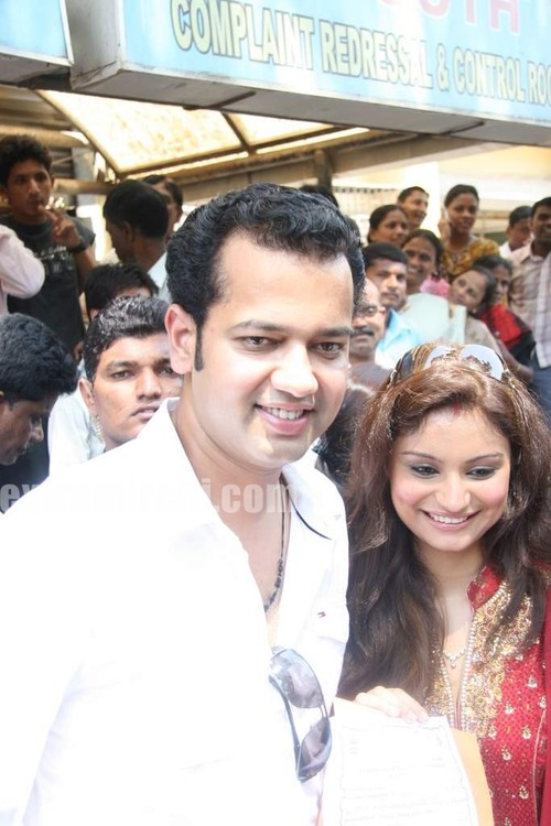 Rahul-Mahajan-and-Dimpy-get-their-marriage-certificate-1.jpg