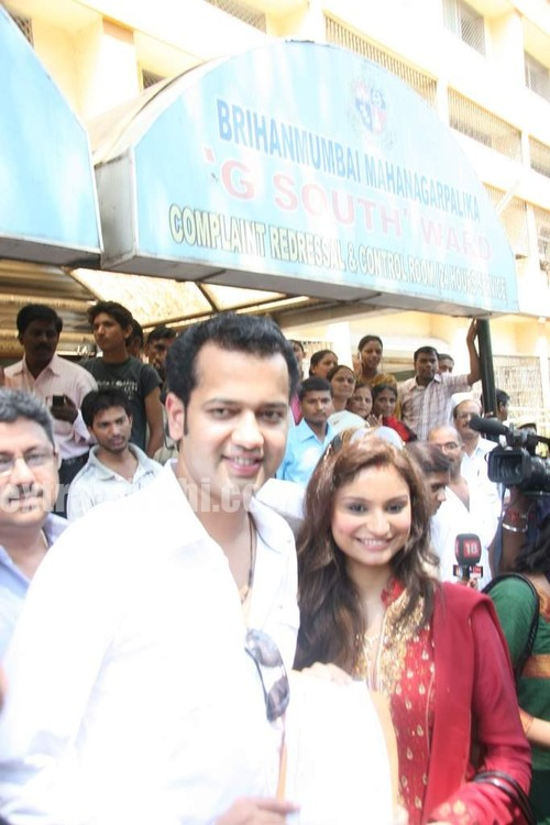 Rahul-Mahajan-and-Dimpy-get-their-marriage-certificate-2.jpg
