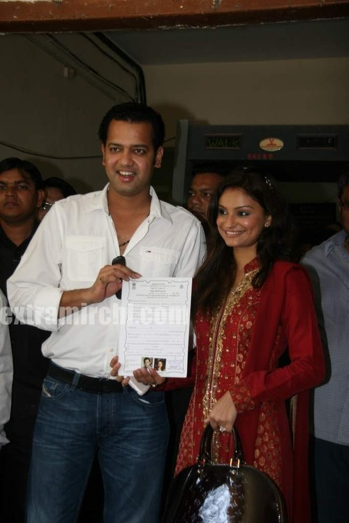 Rahul-Mahajan-and-Dimpy-get-their-marriage-certificate-5.jpg
