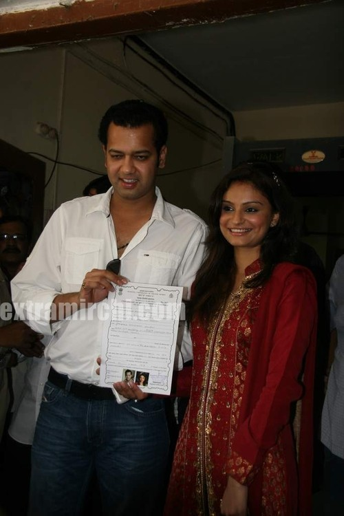 Rahul-Mahajan-and-Dimpy-get-their-marriage-certificate-7.jpg
