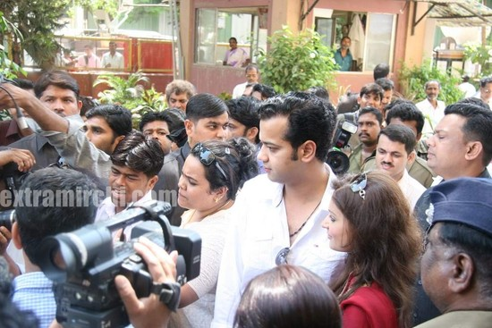 Rahul-Mahajan-and-Dimpy-get-their-marriage-certificate.jpg