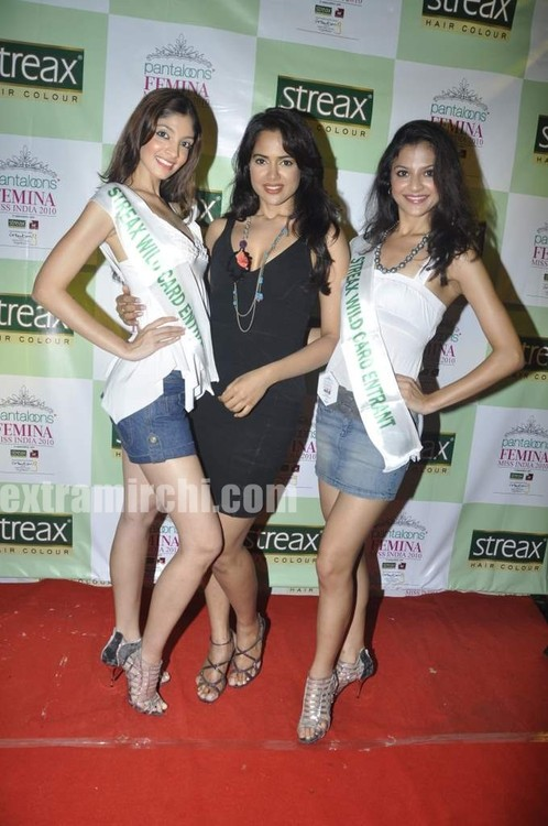 Sameera-Reddy-with-10-Miss-India-finalist-11.jpg