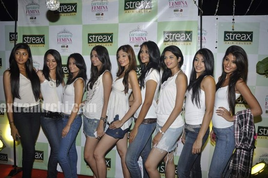 Sameera-Reddy-with-10-Miss-India-finalist-4.jpg