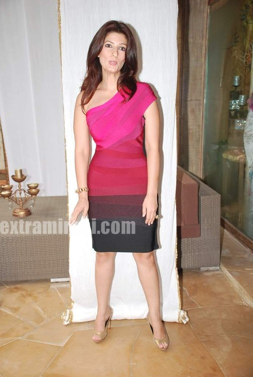 Twinkle-Khanna-The-White-Window-launch.jpg