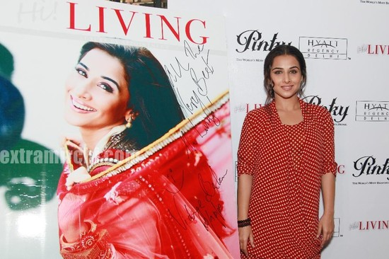 Vidya-Balan-unveils-the-April-2010-issue-of-Hi-LIVING.jpg