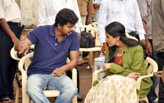 Vijay-and-Asin-Thottumkal-at-Kavalkaran-On-Location-3.jpg