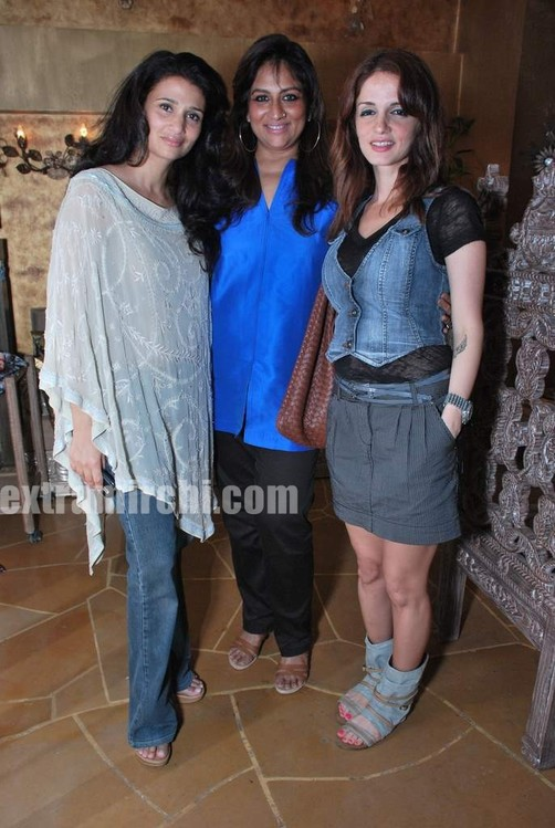 rhea-pillai-sharmilla-khanna-and-suzanne-roshan.jpg