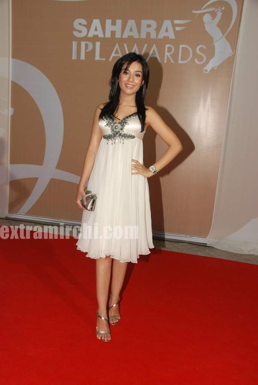sahara-IPL-Awards-red-carpet-pics.jpg