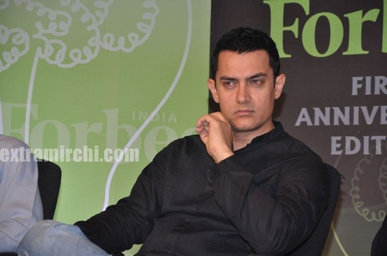 Aamir-Khan-unveils-Forbes-India-1st-anniversary-special-magazine.jpg