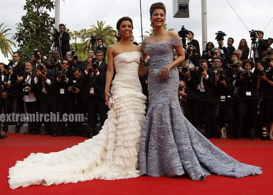 Aishwarya-Rai-and-Eva-Longoria-at-cannes.jpg