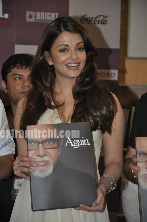 Aishwarya-Rai-at-Pritish-Nandy-book-launch-2.jpg