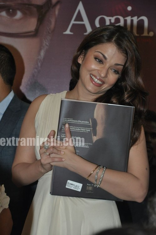 Aishwarya-Rai-at-Pritish-Nandy-book-launch-4.jpg