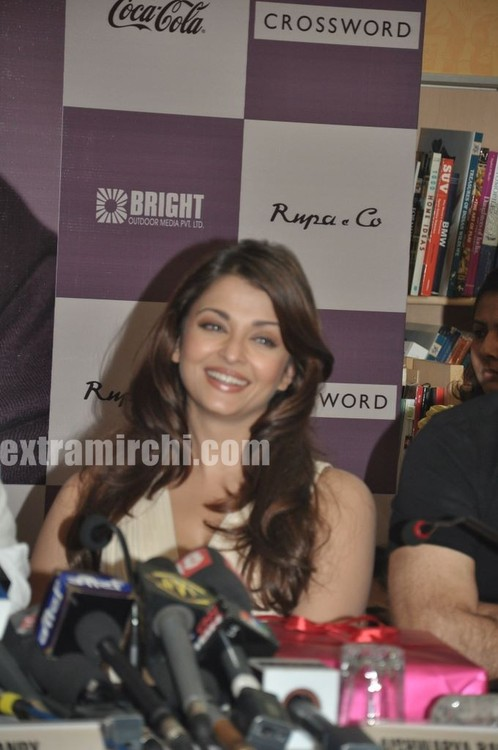 Aishwarya-Rai-at-Pritish-Nandy-book-launch-6.jpg