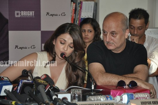 Aishwarya-Rai-at-Pritish-Nandy-book-launch-9.jpg