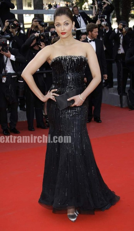 Aishwarya-Rai-in-a-embroided-Armani-Prive-gown-at-Cannes-1.jpg